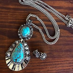 Jewelry - Long Silver Turquoise Pendant Necklace
